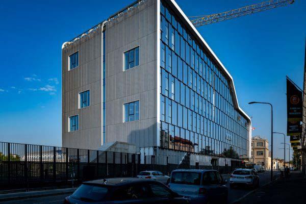 ICS School Milano, via Ortles. Foto di Ugo De Berti, https://www.udb.it/